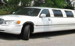 http://www.seguonews.it/a-8-anni-a-scuola-in-limousine-proteste-dei-genitori-riportiamo-i-nostri-figli-alla-realta