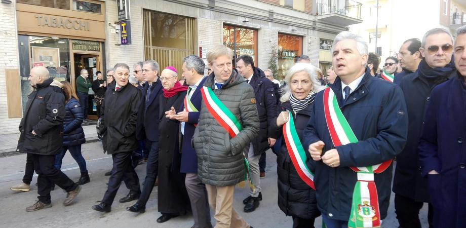 """In duemila a Caltanissetta per protestare contro il blocco dei lavori sulla Ss640: """"Due milioni di siciliani tagliati fuori dalle linee di comunicazione"""""""