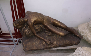 http://www.seguonews.it/la-statua-del-minatore-morente-lasciata-in-un-magazzino-il-consigliere-bruzzaniti-perch-non-metterla-allingresso-della-citta