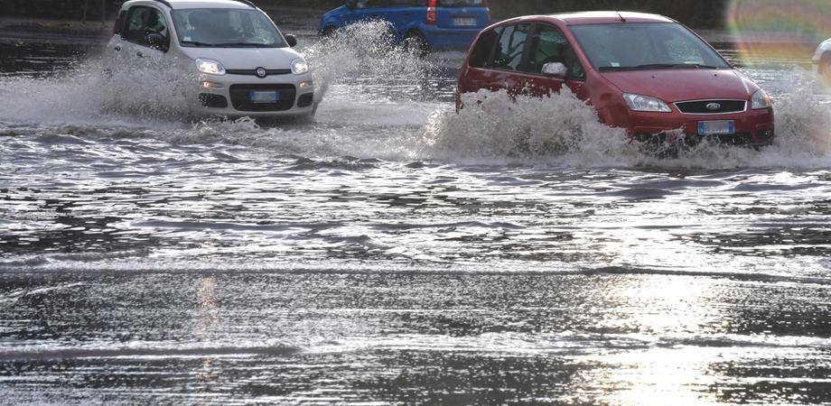 Allerta meteo: piogge al Sud tra lunedì 4 e martedì 5 febbraio, rischio alluvioni in Sicilia e Calabria