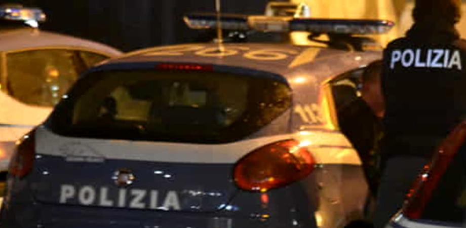 Caltanissetta, dà in escandescenze in piazza poi entra in Cattedrale ed urla: intervengono le forze dell'ordine