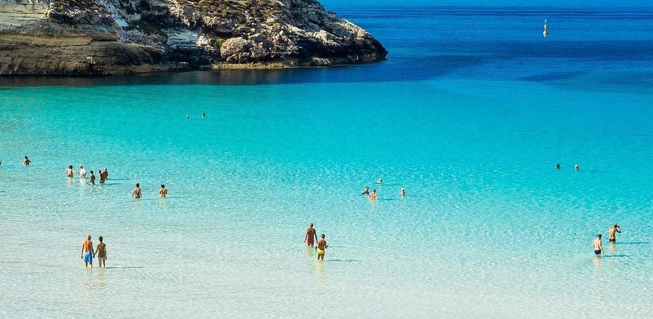 Lampedusa, nuove regole per accedere alla spiaggia dei Conigli: servirà la prenotazione
