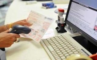 http://www.seguonews.it/si-sarebbero-impossessati-dei-soldi-dei-ticket-arresti-domiciliari-per-due-dipendenti-dellasp