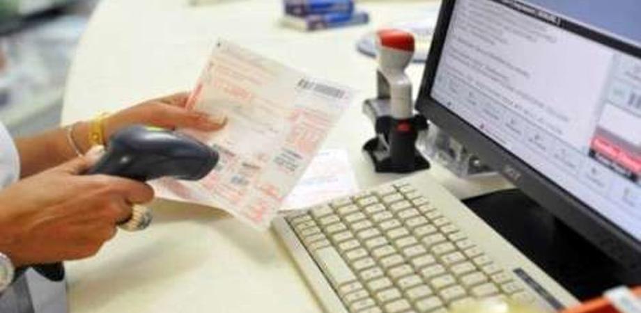 Si sarebbero impossessati dei soldi dei ticket: arresti domiciliari per due dipendenti dell'Asp di Catania