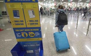 Fanno pagare il bagaglio a mano: multe milionarie per Ryanair e Wizzair