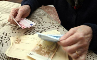 http://www.seguonews.it/gela-padre-e-figlio-raggirano-un-loro-parente-anziano-sequestrati-dal-loro-conto-corrente-75-mila-euro