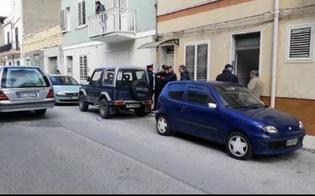 http://www.seguonews.it/strangola-la-moglie-e-si-suicida-i-corpi-trovati-senza-vita-in-camera-da-letto