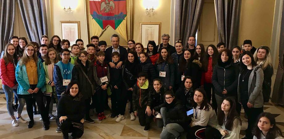 """Gli studenti Erasmus in visita al Comune di Caltanissetta con il progetto """"Social media natural environment"""""""