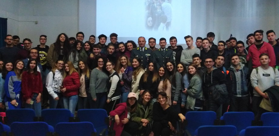 """A scuola con la Guardia di Finanza, al via anche a Caltanissetta il progetto """"Educazione alla legalità economica"""""""