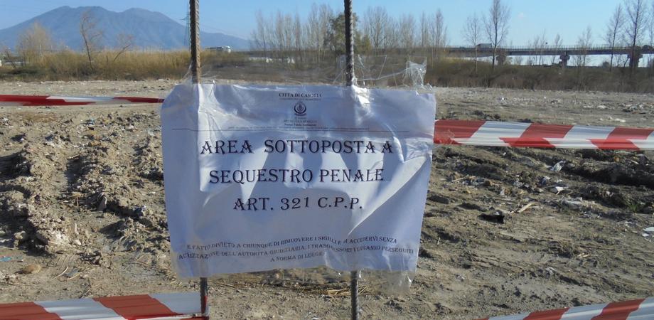 Caltanissetta, veicoli in stato di abbandono e liquami a contatto con il suolo: area sequestrata alla zona industriale