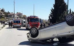 Caltanissetta, scontro tra due auto in via Due Fontane: una cappotta, feriti un uomo e una 15enne