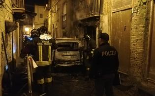 http://www.seguonews.it/caltanissetta-auto-in-fiamme-in-centro-storico-intervengono-vigili-del-fuoco-e-polizia
