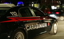 San Cataldo, prima minaccia gli avventori di un bar con un tubo di ferro poi aggredisce un carabiniere: arrestato