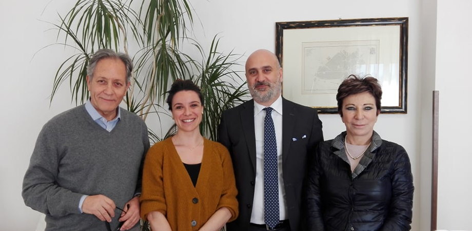 Asp Caltanissetta, dal Royal London Hospital al reparto di Ginecologia del Sant'Elia: firma del contratto per una giovane ginecologa