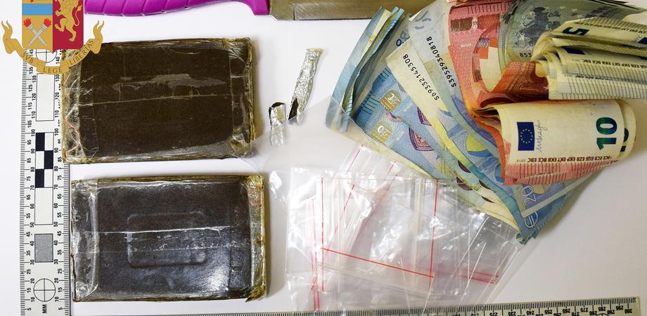 Caltanissetta, a casa con la droga e 1000 euro in contanti: 26enne arrestato dalla polizia