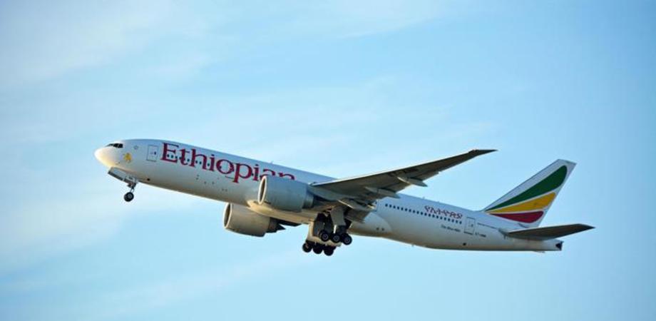 Aereo si schianta dopo 6 minuti dal decollo, 157 le persone a bordo