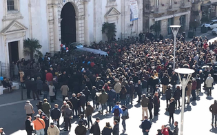 http://www.seguonews.it/caltanissetta-a-lutto-per-la-morte-di-luigi-fonti-il-comune-annulla-le-manifestazioni-di-carnevale-in-seg