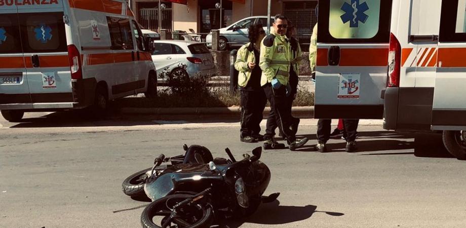 Caltanissetta, scontro tra auto e moto: due sedicenni trasportati in ospedale