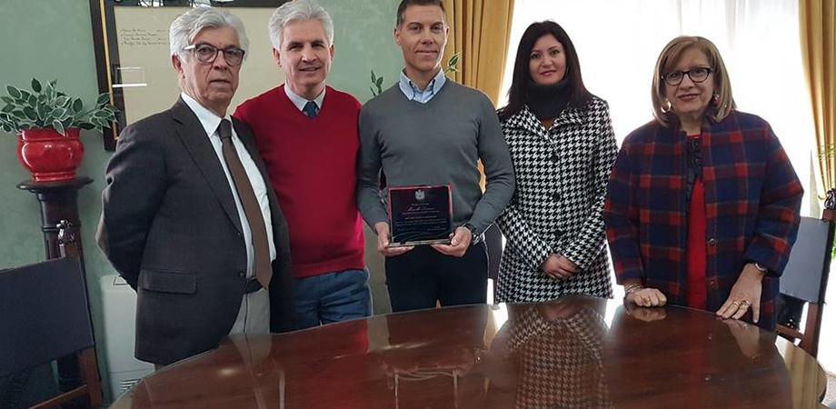 """Targa di benemerenza per Marcello Livrizzi, il sindaco Modaffari: """"Un cristallino esempio di cittadino attivo"""""""