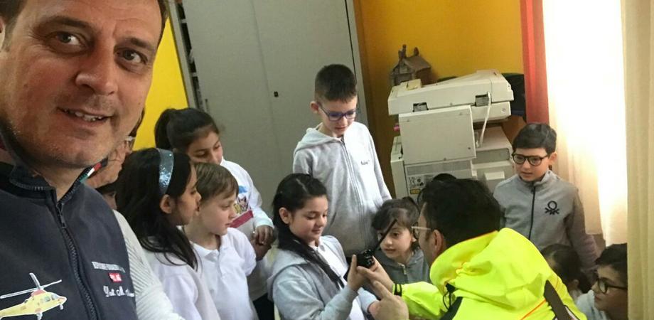 """Caltanissetta, """"Quartieri in Salus"""": i bimbi imparano a soccorrere grazie agli operatori del 118"""