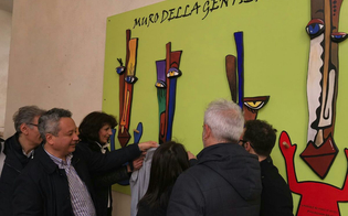 http://www.seguonews.it/caltanissetta-inaugurato-il-muro-della-gentilezza-per-aiutare-i-piu-bisognosi