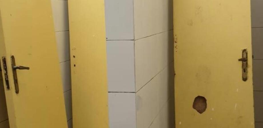 Vandali al PalaMilan distruggono gli spogliatoi, l'amarezza della dirigenza della Pro Nissa: