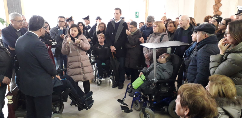 Gela, protestano i disabili: mezzi pubblici inaccessibili e diritti negati