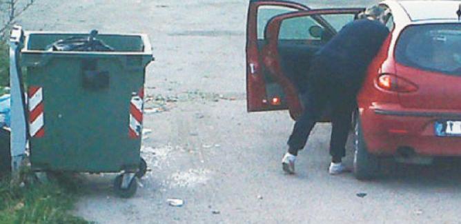 Rifiuti conferiti fuori orario a Caltanissetta: nuovi controlli e multe a raffica