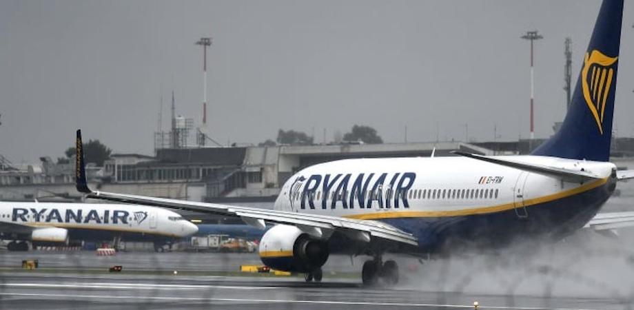 Falso allarme bomba in aereo Ryanair decollato da Bergamo. Arrestato un italiano a Porto