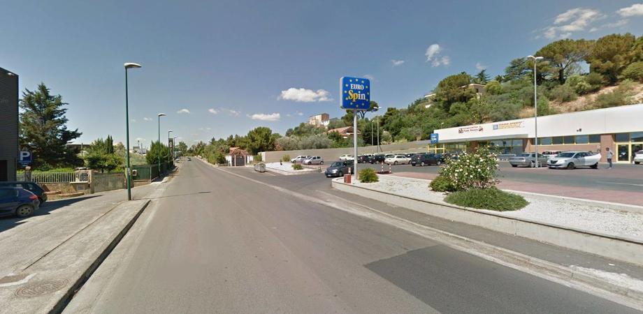 Caltanissetta, disagi per abitanti e commercianti di via Due Fontane: tra strada al buio e variazione di indirizzo