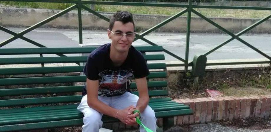 Tragedia nell'agrigentino, giovane di 22 anni accoltellato e ucciso in piazza