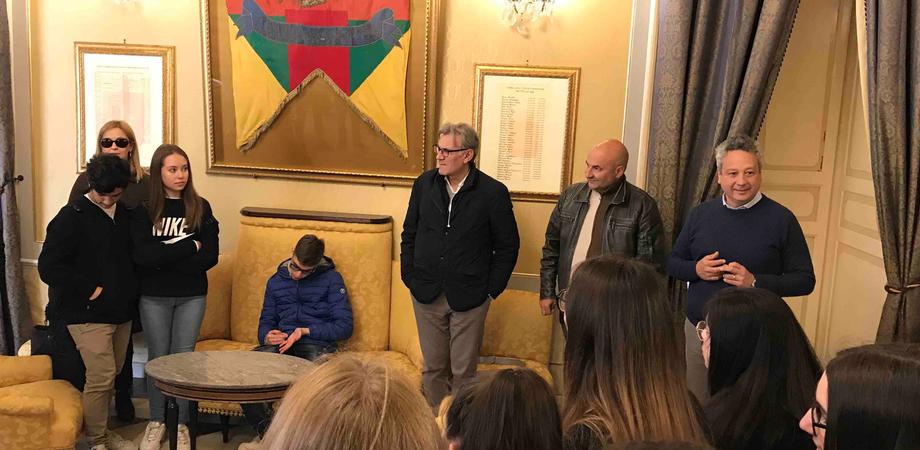 Dalla Val Pusteria a Caltanissetta, tappa al Comune degli studenti del liceo di Brunico in gemellaggio con il Classico