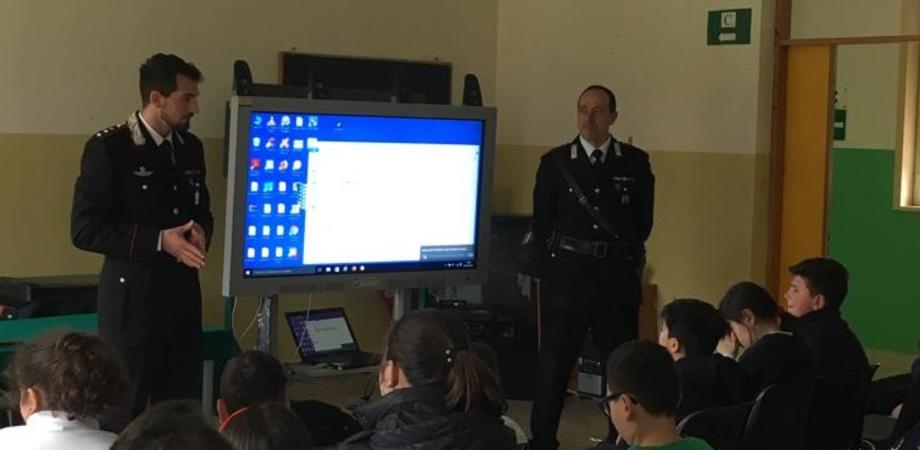 """""""Cultura della legalità"""", l'Arma dei Carabinieri incontra gli studenti delle scuole di Campofranco e Villalba"""