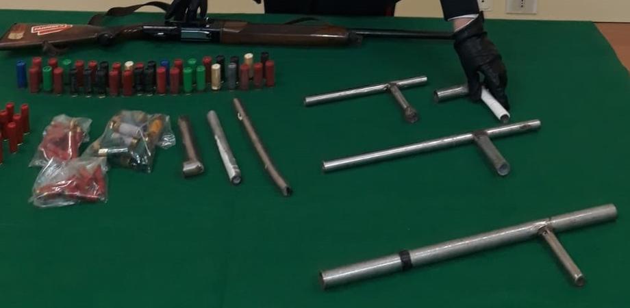 Gela, scoperte in un maneggio armi clandestine artigianali: due arresti
