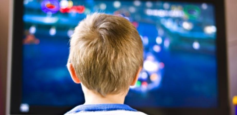 Bambini al massimo un'ora davanti allo schermo. A raccomandarlo l'Organizzazione mondiale della salute