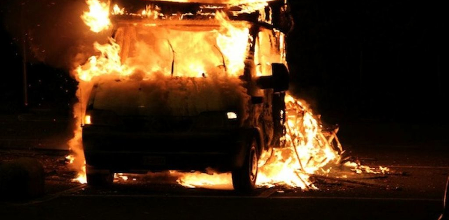 Butera, fiamme in contrada Faino: rogo danneggia il camper di un pensionato