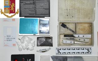 http://www.seguonews.it/getta-la-droga-dal-balcone-durante-una-perquisizione-arrestato-a-gela-un-22enne