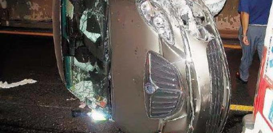 Caltanissetta, perde il controllo dell'auto e si ribalta: 24enne finisce in ospedale