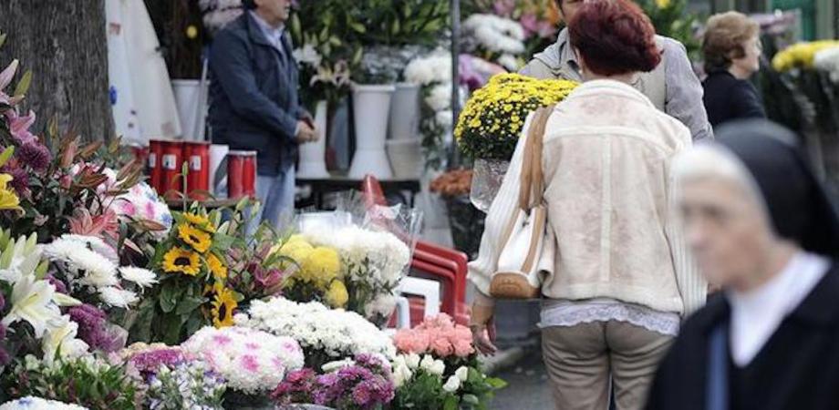Caltanissetta, ladri seriali al cimitero rubano borse e borsellini: tante le denunce in pochi giorni