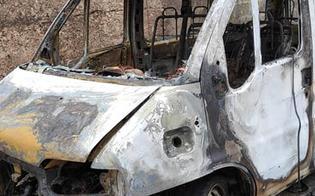 Sutera, in fiamme un pulmino utilizzato per richiedenti asilo. L'associazione Girasoli: