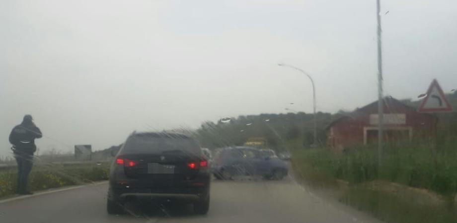 Maltempo in provincia, auto si ribalta sulla Caltanissetta-Gela. Tamponamento a catena vicino Manfria