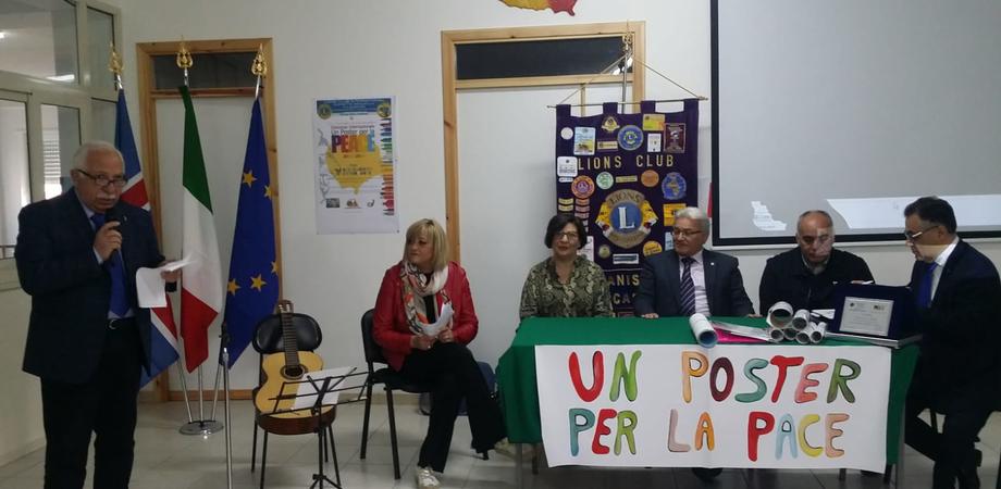 """""""Un poster per la pace"""", premiati gli studenti dell'istituto """"Garibaldi"""" di Villalba: ecco i vincitori"""