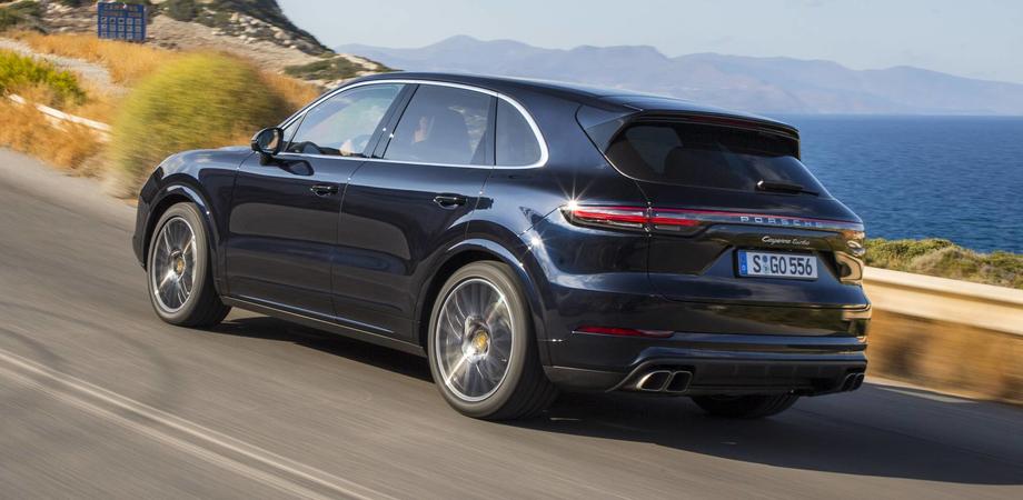 Porsche pronta a richiamare la Cayenne per un problema agli ammortizzatori sociali