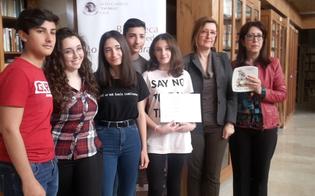 http://www.seguonews.it/concorso-nazionale-uno-nessuno-e-centomila-mensione-speciale-per-un-gruppo-di-studenti-del-liceo-classico-di-gela