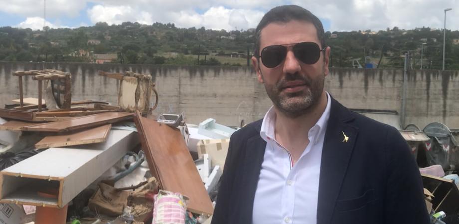 """Discarica abusiva in via Xiboli a Caltanissetta, Aiello: """"Ripulire la strada e collocare le telecamere"""""""