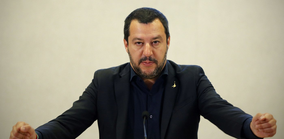 """Video accosta Salvini a Mussolini, prof sospesa: """"Sono amareggiata per quanto accaduto"""""""
