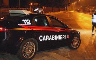Gela. Si fermano all'alt, travolgono i carabinieri e l'auto di servizio e poi fuggono: arrestati due giovani