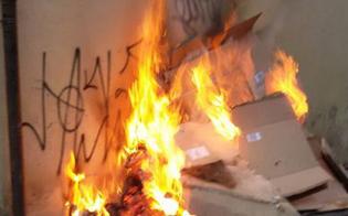 http://www.seguonews.it/ancora-un-attentato-incendiario-a-gela-fiamme-alla-saracinesca-di-un-supermercato