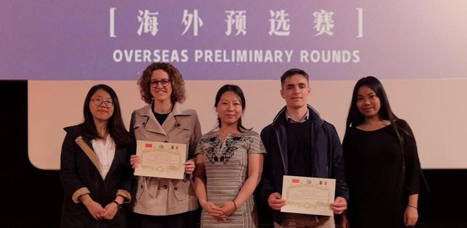 """Due studenti del """"Volta"""" di Caltanissetta partecipano al """"Chinese Bridge"""" con uno sketch comico in lingua cinese"""