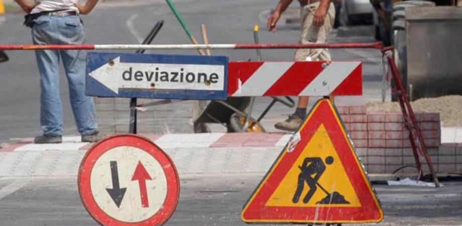 Gela, divieto di transito sulla Sp 81 nei pressi di Settefarine: al via i lavori di sistemazione di un tratto di strada